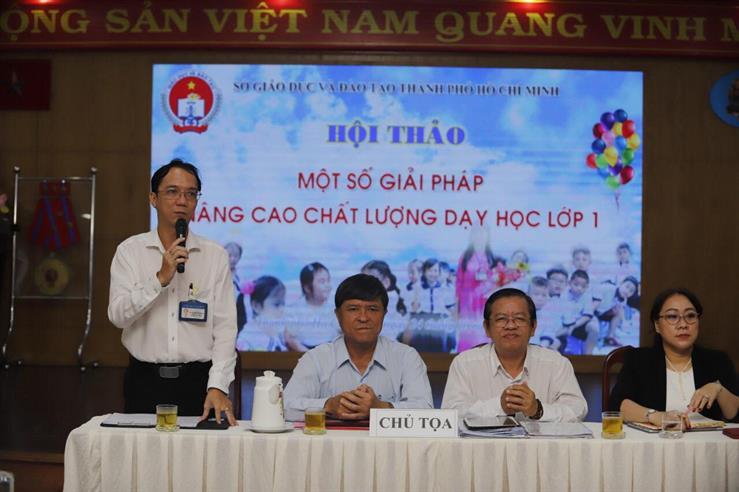 Ông Nguyễn Văn Hiếu - Phó GĐ Sở GD-ĐT TP.HCM (thứ hai từ trái qua) - tại hội thảo - Ảnh: N.Hùng